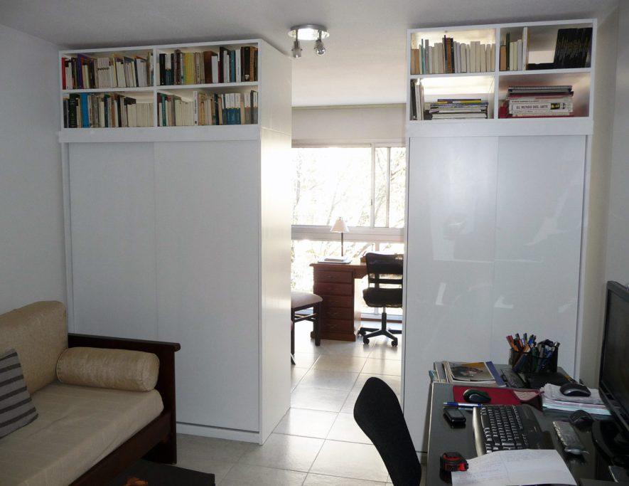 mueble con placard y biblioteca divisor de ambientes