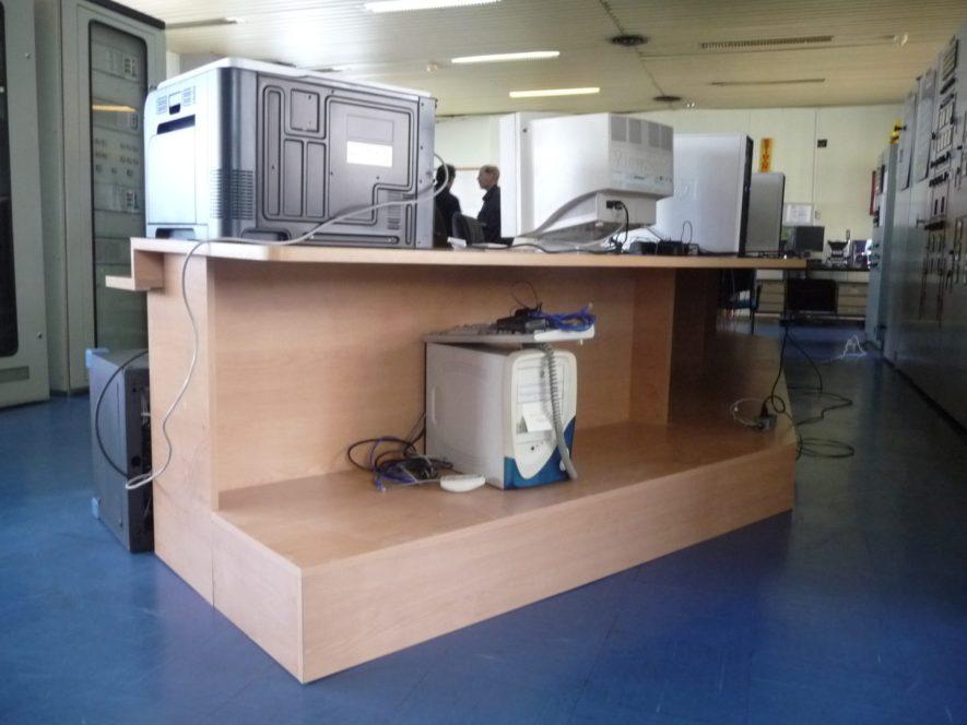 mueble para sala de mando