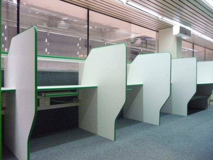 boxes con bandeja para teclado melamínico blanco y canto goma verde