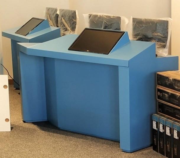 escritorios azules recortados