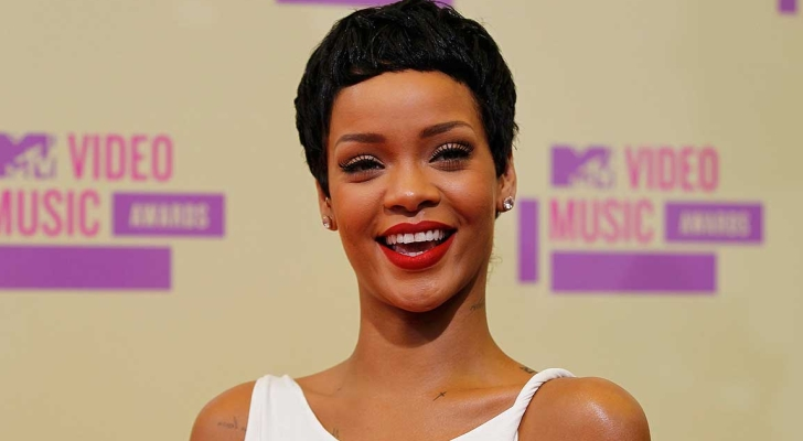 VMAs-2012-Rihanna-Wins-Best-Video-of-the-Year