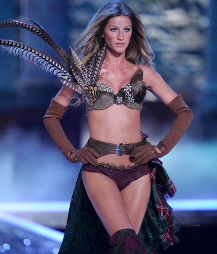 Gisele+Bundchen+Victoria+Secret+Fashion+Show+TogG4i6iY97l