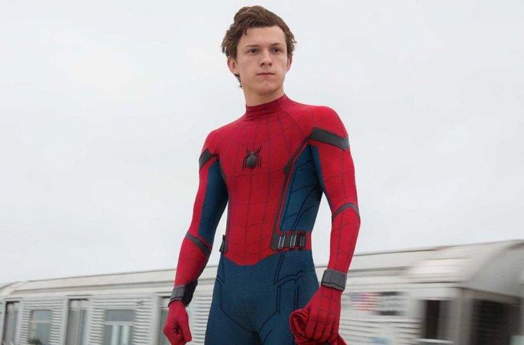 Tom Holland como Spider-Man