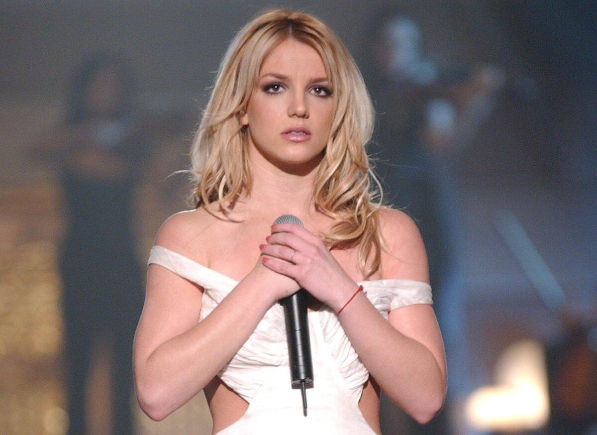 Britney Spears canta em evento de Ano Novo