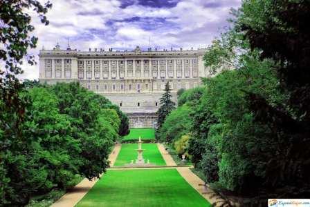 fachada jardines del palacio real madrid