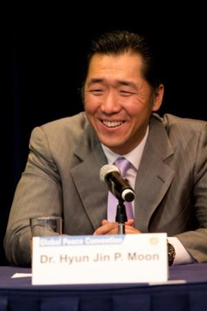 Discurso del Dr. Hyun Jin Moon en la apertura de Cumbre de las Américas en el Centro Carter, Convención de Paz Global 2012.(Parte 2)
