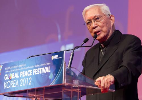 La paz comienza con encontrar un suelo común ~ Cardenal Rosales en su discurso de bienvenida en Global Peace Festival 2012