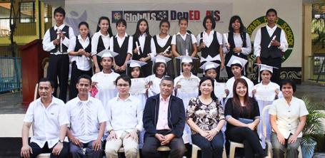 Seis estudiantes de primaria y treinta y tres estudiantes de secundaria pasaron la Prueba Nacional A&E con honores.