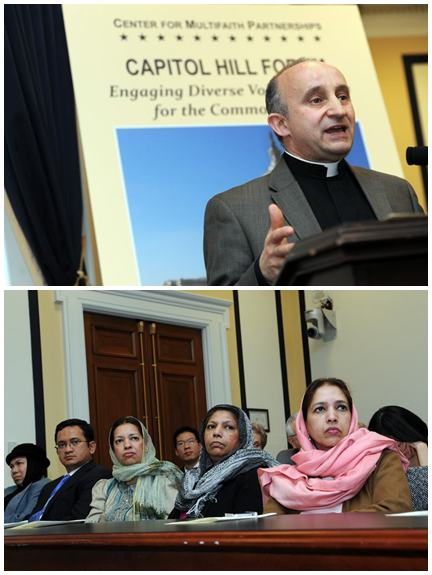 Rev. Mark Farr, Director del Centro de Asociaciones Interreligiosas e invitados asistiendo el foro.