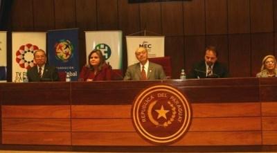"""Foro acerca de """"Formación del Carácter de la Juventud Paraguaya está lleno de Entusiasmo"""""""