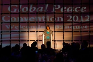 La Rev. Bernice King hablo en la Convención Paz Global 2012 sobre el ejemplo y legado de su padre.