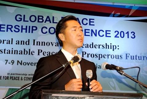 Dr. Hyun Jin Moon durante su discurso de apertura en Global Peace Leadership Conference Nigeria