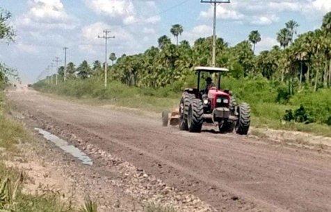 una-imagen-inedita-en-el-alto-paraguay-maquinaria-trabajando-en-la-reparacion-de-caminos-si-ahora-se-hace-qui