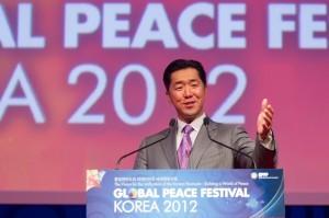 Discurso de Apertura del Dr. Hyun Jin Moon, Presidente de Fundación Paz Global durante la Conferencia de Liderazgo Paz Global 2012 Seúl