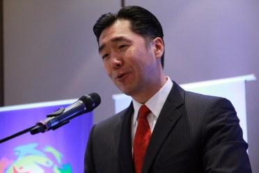 """Dr. Hyun Jin Moon pronunciando su discurso durante el Simposio Internacional """"Hacia una Alianza entre Paraguay y Corea"""""""