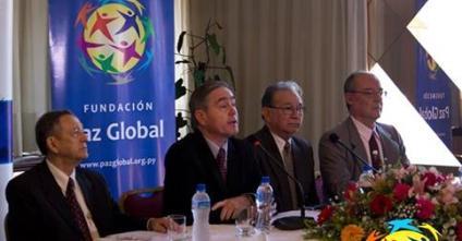 El Sr. Thomas Field y representantes de la Fundación Paz Global y del Instituto de Pensamiento IDPPS organizaron una conferencia de prensa anunciando el simposio.