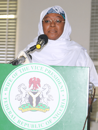S.E. Amina Namadi Sambo preside la Cumbre de Paz de Kaduna en el 2014.