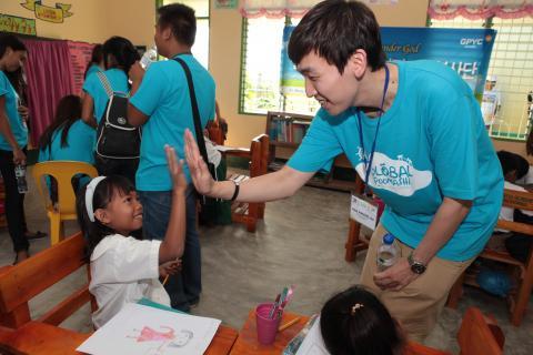 El Intercambio  Global de Juventud, antiguamente llamado Global Poomashi envía jóvenes Coreanos al exterior para servir en regiones en desarrollo.