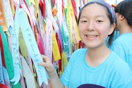 Voluntaria de Acción por una Corea Unida en el Parque de Paz Imjingak. Crédito: Fundación Paz Global.