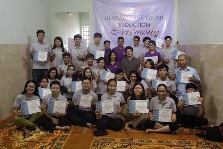 Estudiantes de Camboya participan en la orientación e inducción de voluntarios.