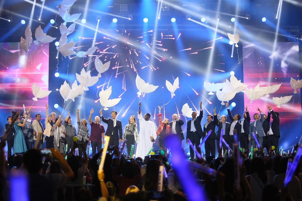 Noticias: El Comité Cívico Lanza la Canción de Unificación en el Concierto de Manila