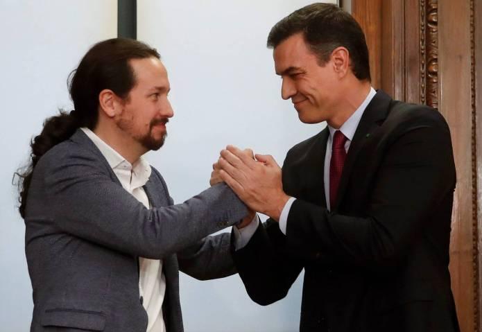 Pedro Sánchez y Pablo Iglesias dan la espalda a la emigración española