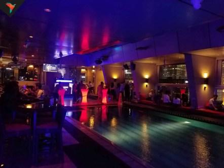 La piscina del Skybar