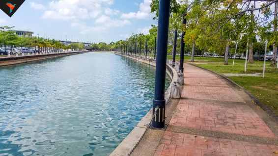 Sendero para caminar por el rio