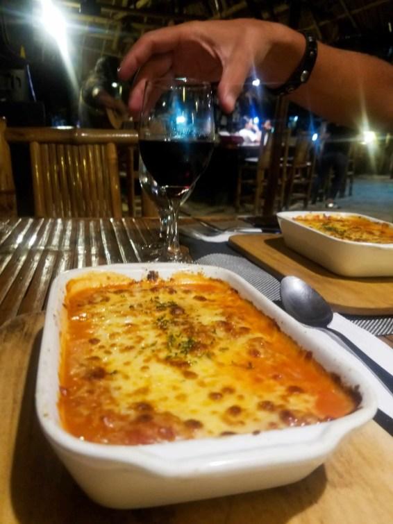 Una exquisita lasagna en cafde del mar
