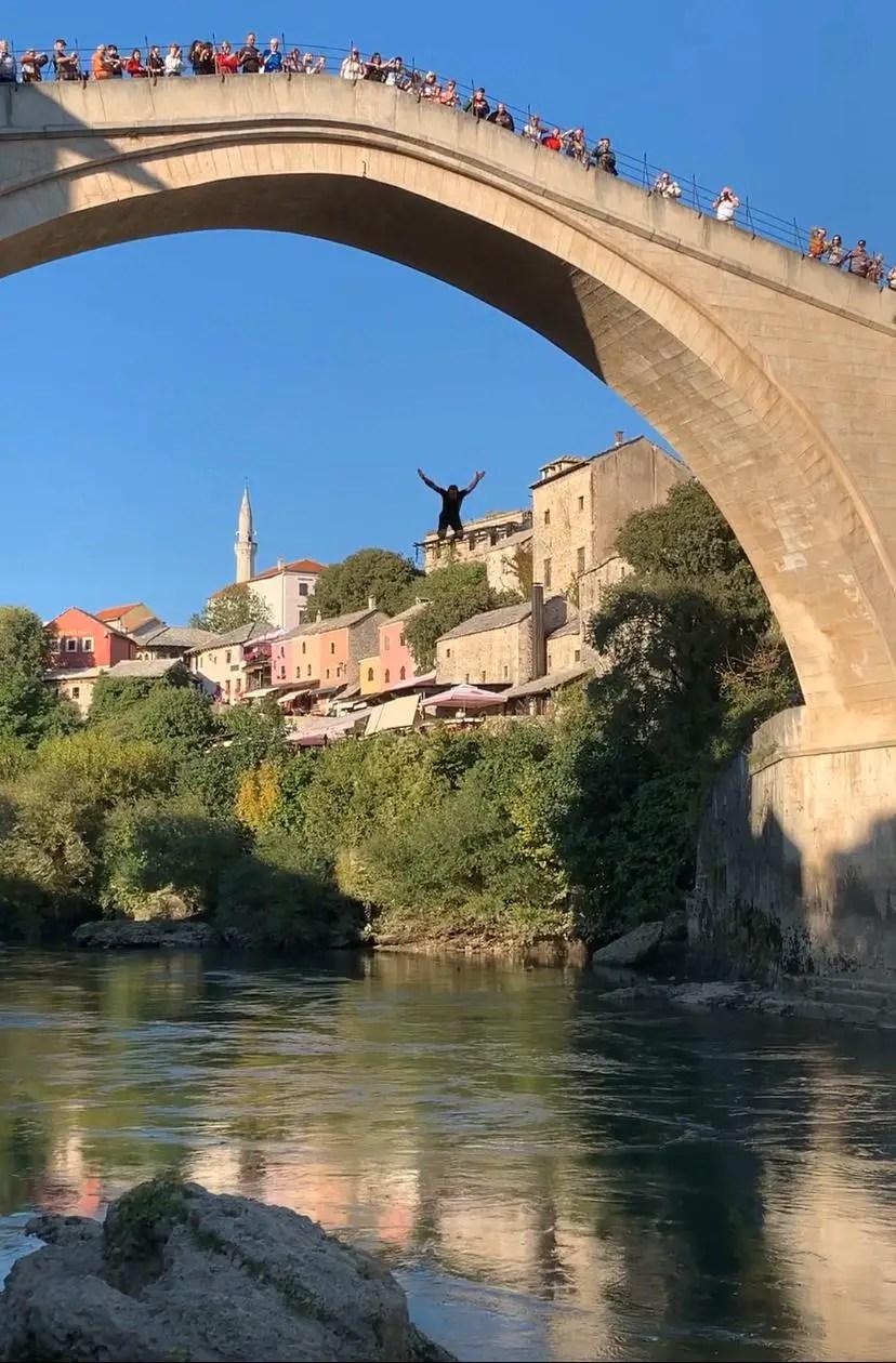 Bañeros desde arriba del puente