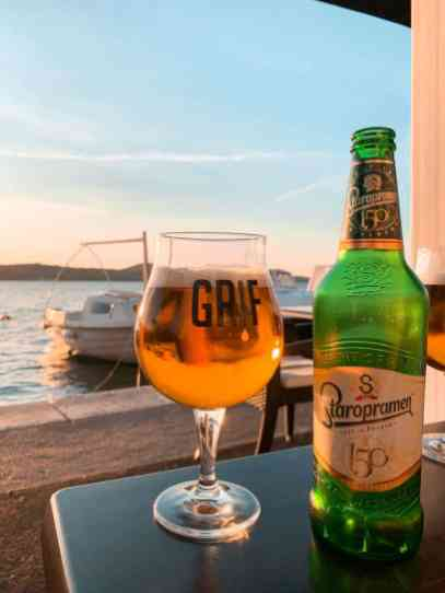 Cerveza paseo marítimo sibenik croacia