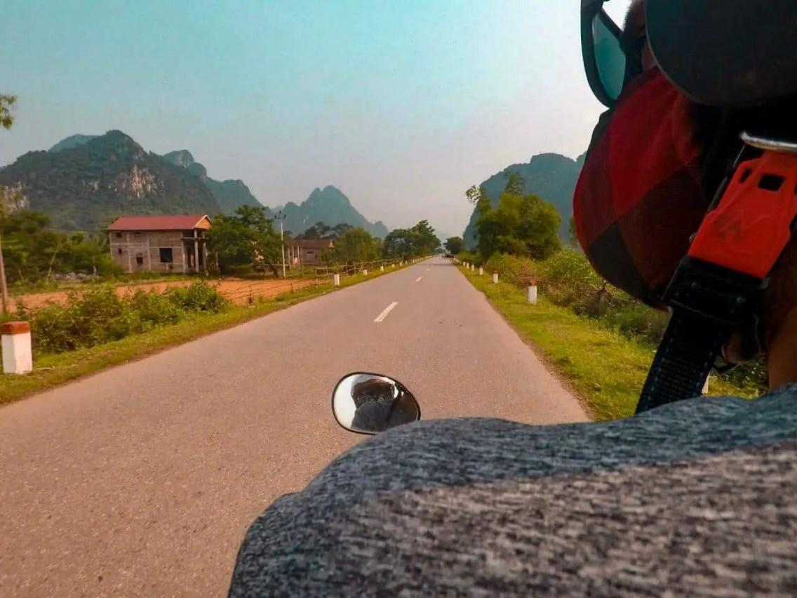 Recorriendo en Moto Phong Nah