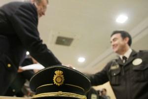 Entrega de diplomas y distinciones a vigilantes jurados por parte de la Jefatura Superior de Policía