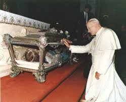St JP II - reliques Ste Maria Goretti.jpg
