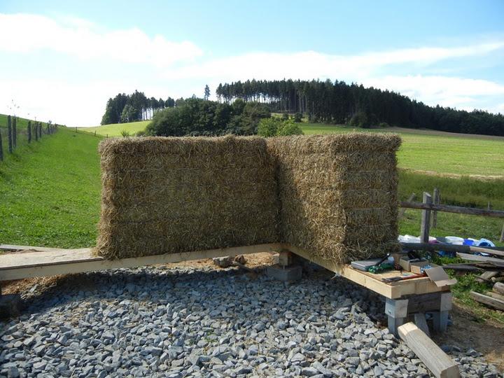 costruire in paglia - Foto di case di paglia, dalle fondamenta al tetto 8