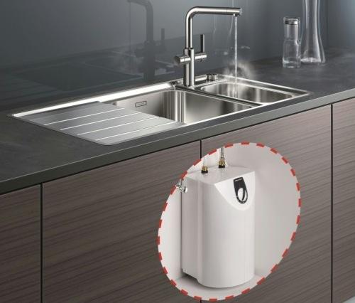bollitore sotto il lavello con capacità di circa 5 litri di acqua bollente