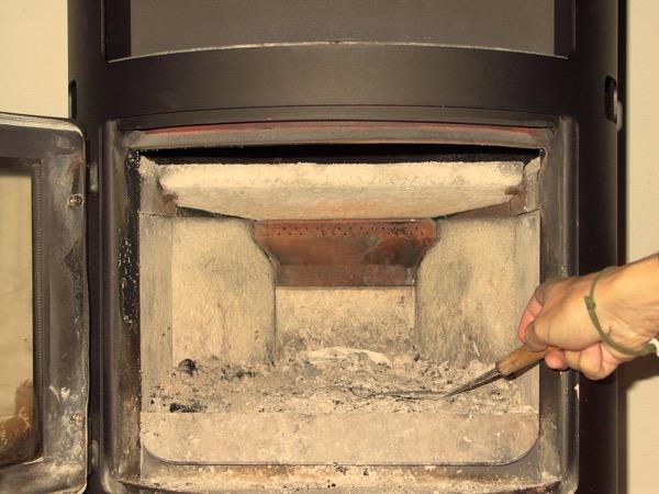 accensione stufa a legna con pellet senza fumo-03