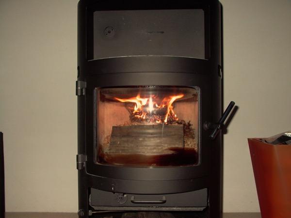 accensione stufa a legna con pellet senza fumo-15