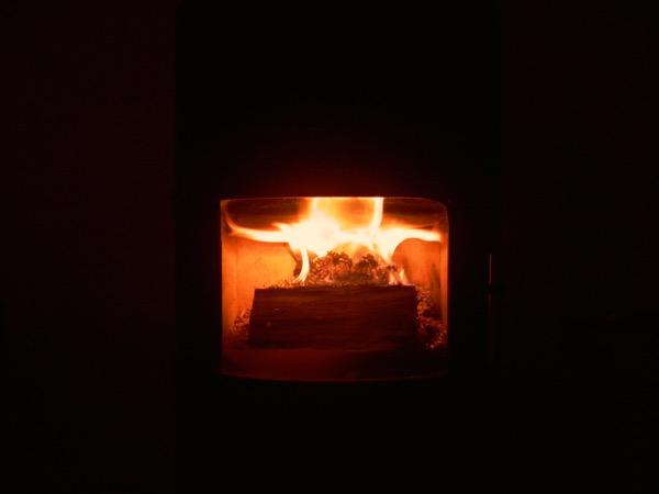accensione stufa a legna con pellet senza fumo-19