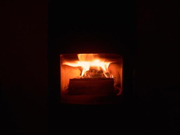 accensione stufa a legna con pellet senza fumo-20