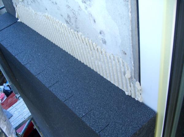 isolamento esterno a cappotto - La grafite contenuta nel pannello in EPS grigio 12