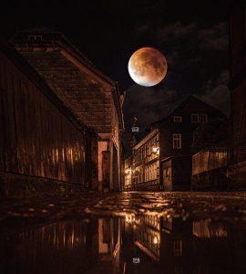 Tras la luna albar