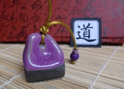 Sello Hanko Camino en gres negro esmaltado en violeta