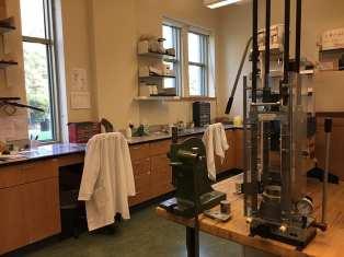 Isostatic cold compression press and preparation benches