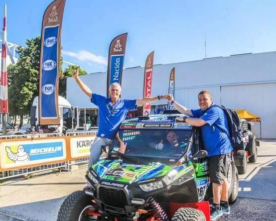 Leandro Torres, à direita, e Lourival Roldan na largada do Rally Dakar 2016, em Buenos Aires. Foto: Sanderson Pereira/Divulgação