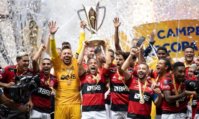 Flamengo comemora a conquista da Supercopa do Brasil 2021 sobre o Palmeiras