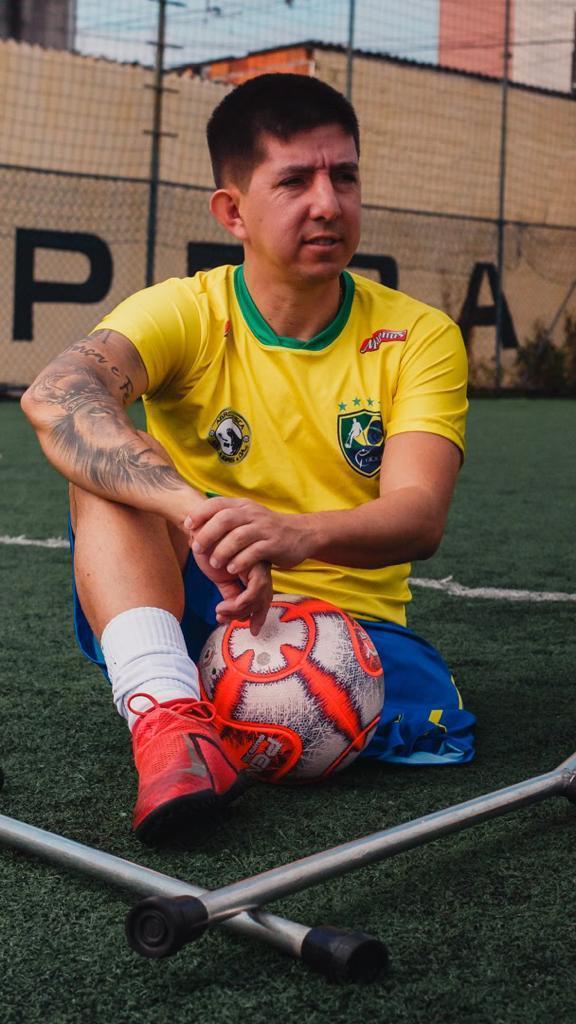 Rogerinho R9 com a camisa da seleção Brasileira