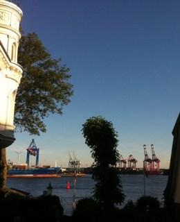 vue port hambourg lointaine