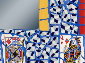 détail du Miroir Atout Carreau jaune rouge et bleu