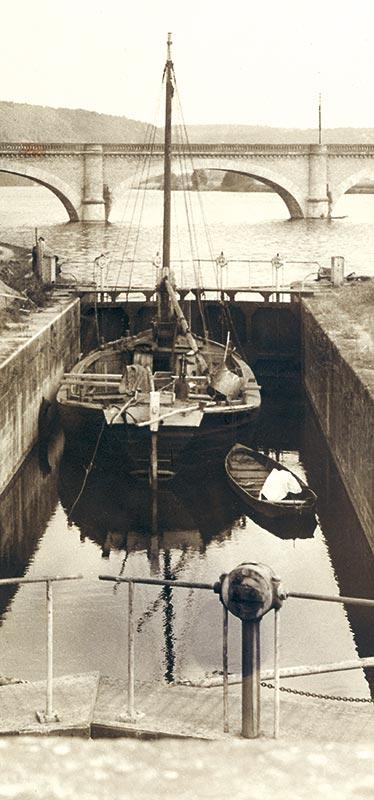 Le coureau de Beney, le Merlandou, transféré le 29 juin 1992 de l'écluse de Mauzac au bassin de Saint Capraise de Lalinde